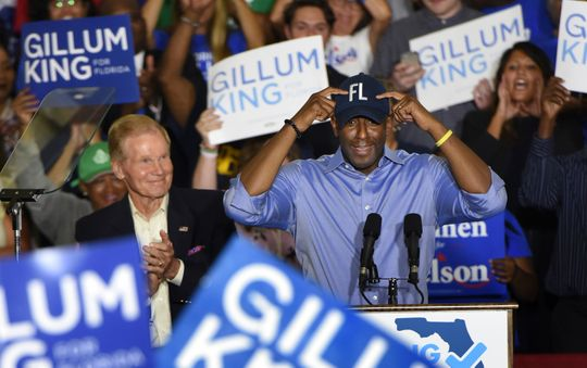 Finnish government candidate Democratic candidate Andrew Gillum puts the FL cap off as senator Bill Nelson looks at a fight on Monday, October 22, 2018 at Field House at North Florida University in Jacksonville, Florida (Bob Self / Florida Times Union via AP) ORG XMIT: FLJAJ101