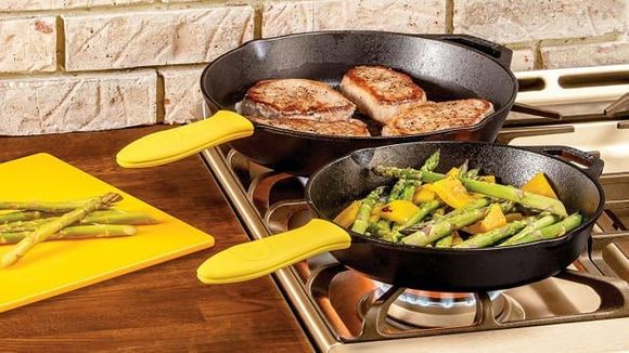 Best Gifts Under $ 50: Lodge 12-Inch Cast Iron