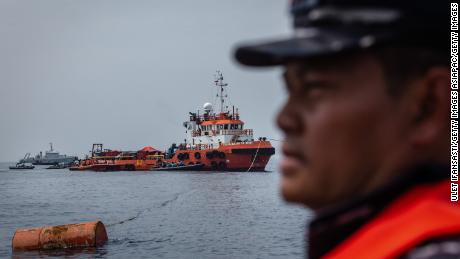 Indonesian navy looking for the victims and the fuselage of Lion Air Flight 610 Sunday.
