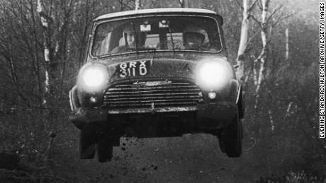 The first of the flying Finns, Timo Mäkinen, leads an Austin Morris Mini during a fight in the 1960s.