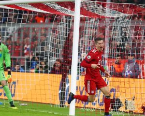 Bayern continues to dominate as Lewandowski's double spheres win against AEK