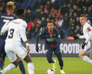 Neymar suffers from foot injury at PSG, challenging the Champions League clash