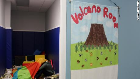 The room of the center's volcano allows children to express their feelings.