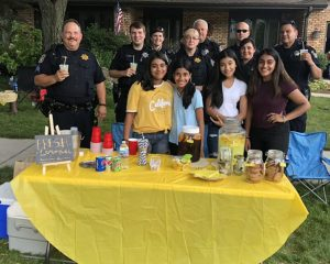 The thieves stole $ 9 from a girl's lemonade stand for charity. The police and neighbors gathered to give her more than $ 300