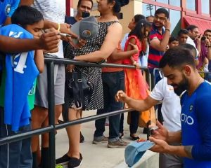Before the Windies series, the Indian master mixes with supporters, takes selfies