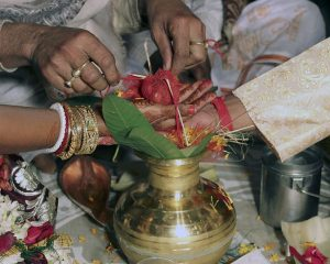 Karwa Chauth 2019: Top WhatsApp, Facebook and Text Messages
